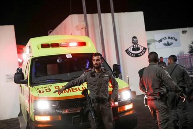 Filistinli gençten siyonist polislere bıçaklı eylem