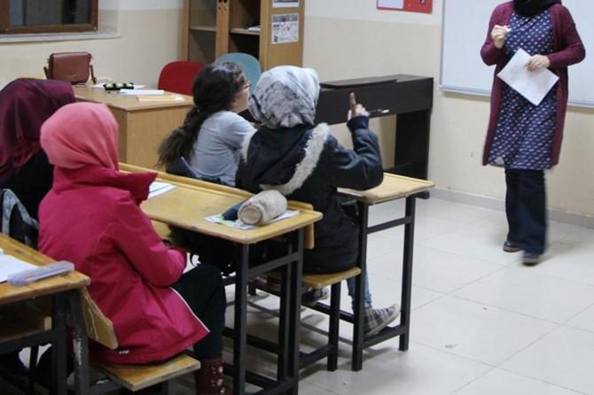 Bi milyonan Kurd hene, lê MEBê bo mamostetîya Kurdî bes 3 qadro veqetand!