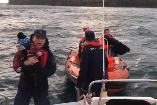 Ege denizinde mahsur kalan 44 göçmen kurtarıldı