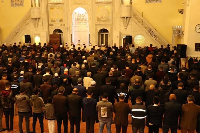 Gaziantepliler Mevlid Kandili'nde camilere akın etti