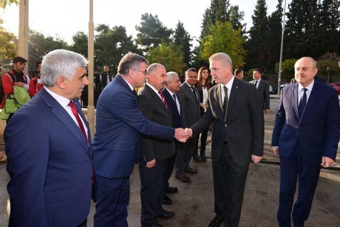 Gaziantep Valisi Davut Gül kurumları ziyaret etti