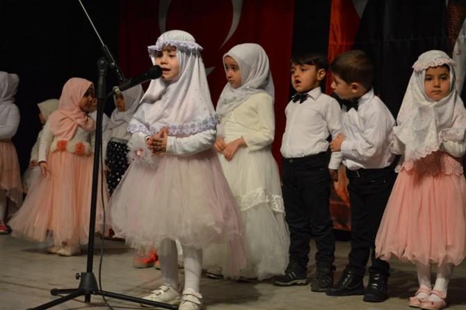 Bitlis'te 4-6 yaş Kur'an kursu çocuklarının Mevlid etkinliği göz doldurdu