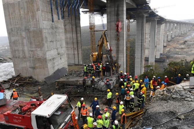 Beton bloğun altında kalan 3 işçinin cesedine ulaşıldı