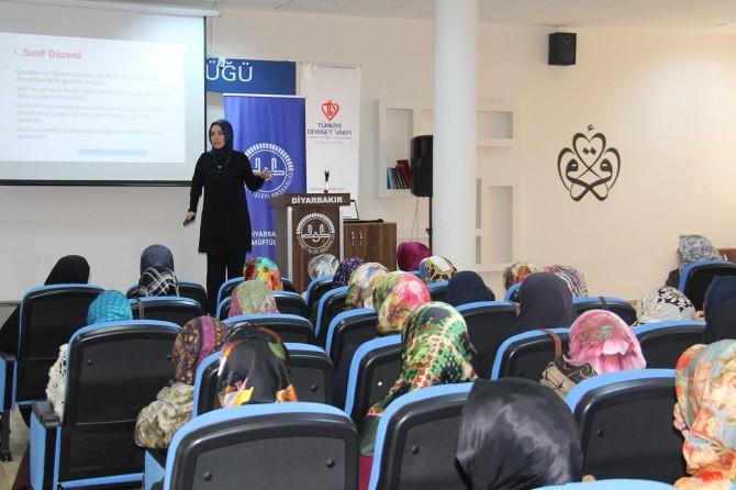 Diyarbakır'da Kur'an kursu öğreticilerine formasyon eğitimi
