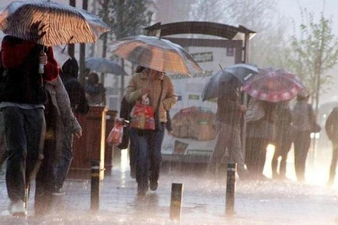 Mersin'de okullara sağanak yağış engeli