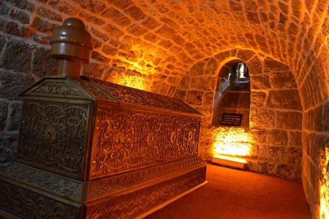 Feyzullah Ensari türbesi ziyaretçilerini bekliyor