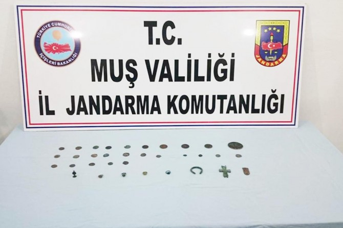 Muş'ta uyuşturucu ve tarihi eser kaçakçılarına operasyon: 3 gözaltı
