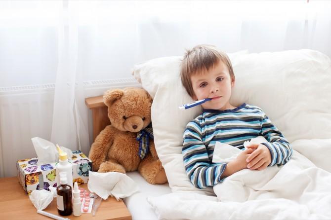 Aspirin, ateşli çocuklara ateşi düşürmek amacıyla kesinlikle verilmemelidir