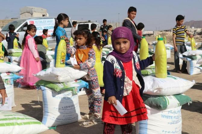 Weqfa Yetîman li Yemenê dest bi belavkirina alîkarîyan kir