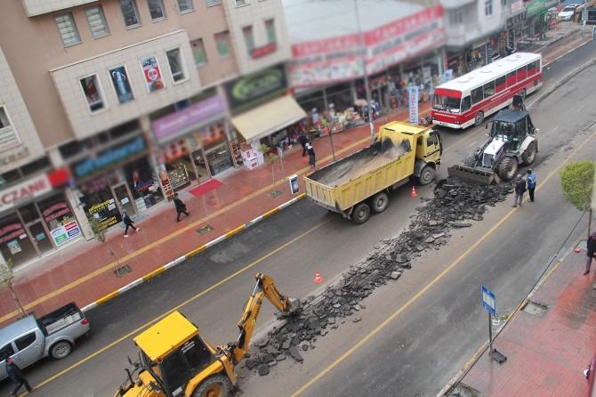 Van'da 1 ay içerisinde yapılan asfalta yama yapıldı