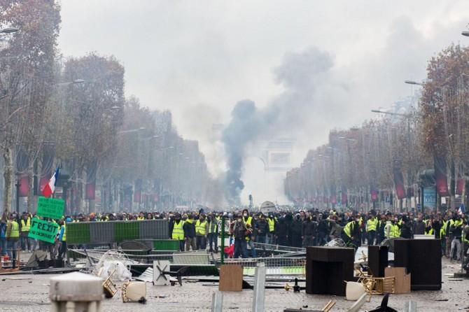 Fransa'daki protestolarda yüzlerce kişi yaralandı