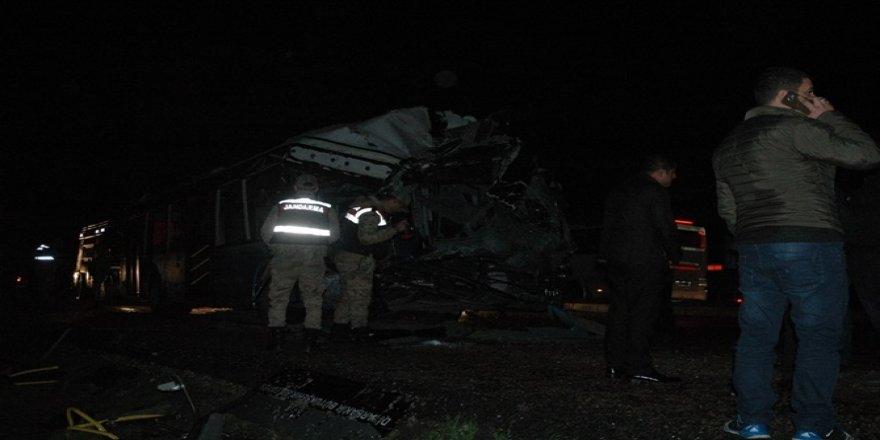 Çınar'da yolcu otobüsü ile kamyon çarpıştı: 1 ölü 45 yaralı