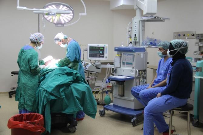 Diyarbakır Dicle Üniversitesinde 4 ameliyat gözü açıldı