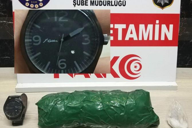 Uyuşturucu satıcısının saatinde F. Gülen yazısı çıktı