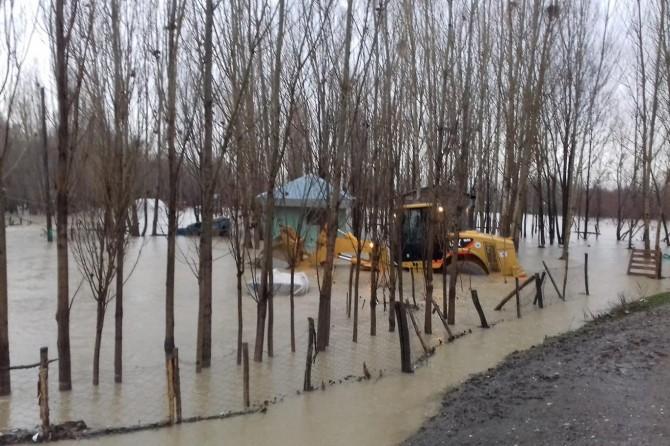 Muş'ta şiddetli yağmur su baskınlarına neden oldu