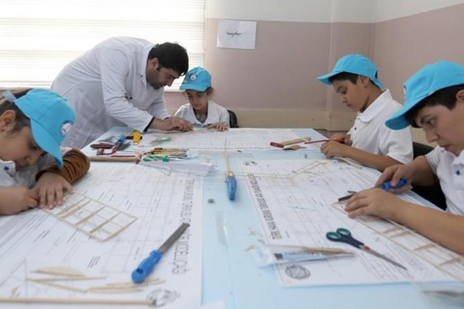 Gaziantep'te öğrencilere model uçak eğitimi veriliyor