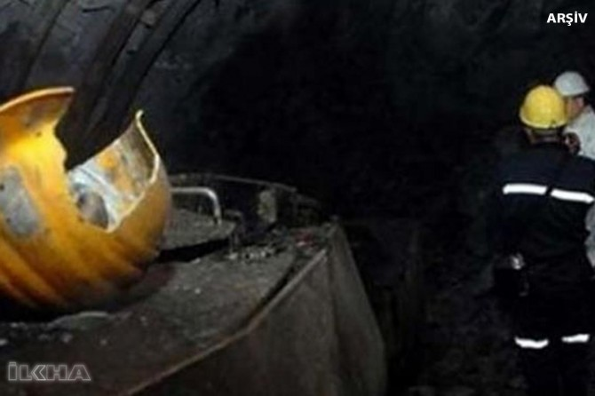Rock falls on mineworkers injured 11 people