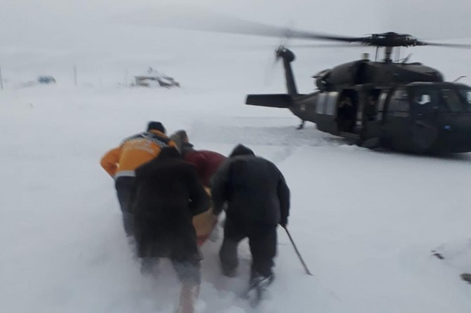 Ağrı Diyadin'de rahatsızlanan vatandaş helikopterle tahliye edildi