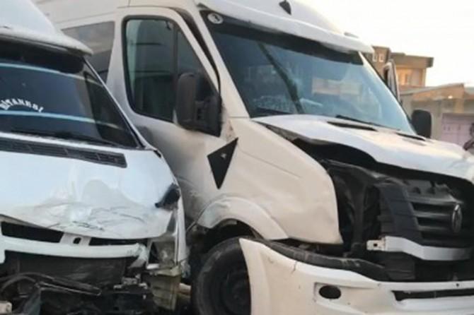 Okul servisleri kafa kafaya çarpıştı: 8 öğrenci yaralı