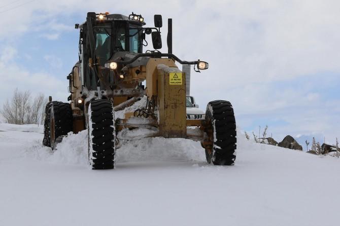 Van'da karla mücadele devam ediyor