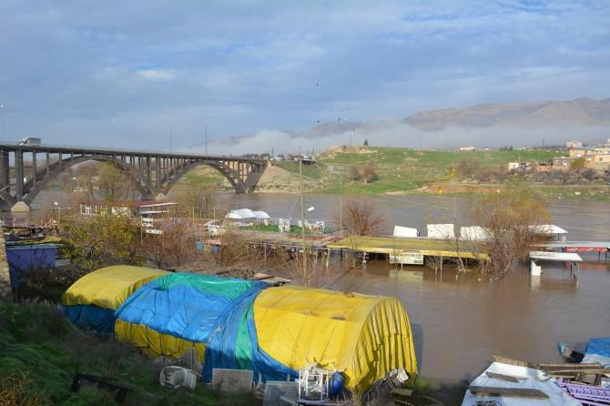 Baraj kapağının kopması nedeniyle çardaklar sular altında kaldı