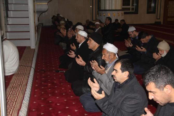 Mardin Midyat 'ta sabah namazında eller Yemen'deki mazlumlar için duaya kalktı