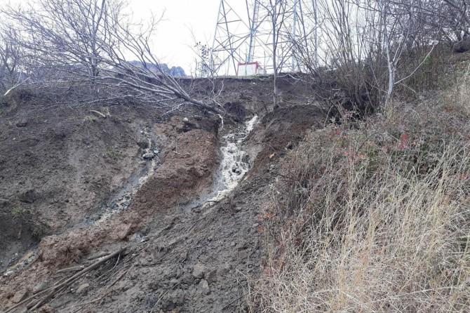 Bitlis'te heyelan riskinin olduğu köy diken üstünde