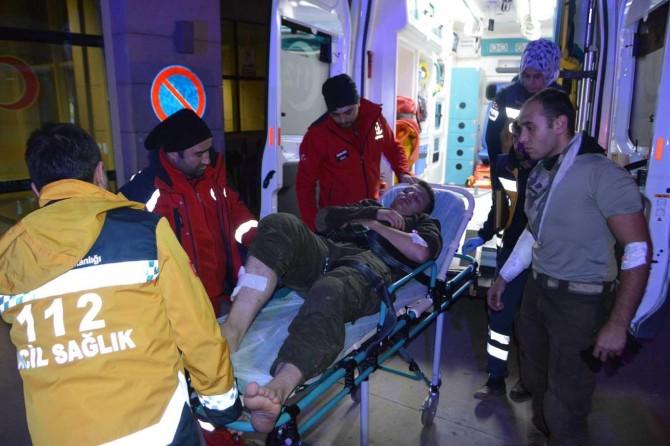 Askerler dağdan düştü:10 yaralı