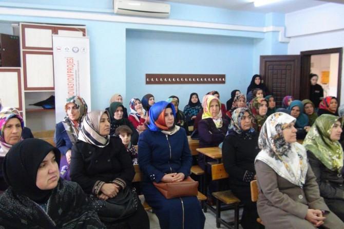 Adıyaman'da köyde yaşayan kadınlara hakları hakkında eğitim veriliyor