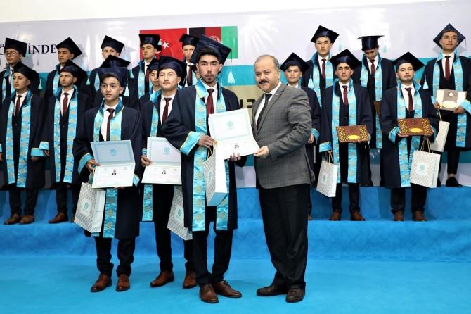 Afganistan'daki Maarif Okulları'nda mezuniyet heyecanı