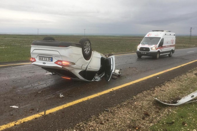 Şanlıurfa Siverek'te kontrolden çıkan otomobil takla attı: 2 yaralı