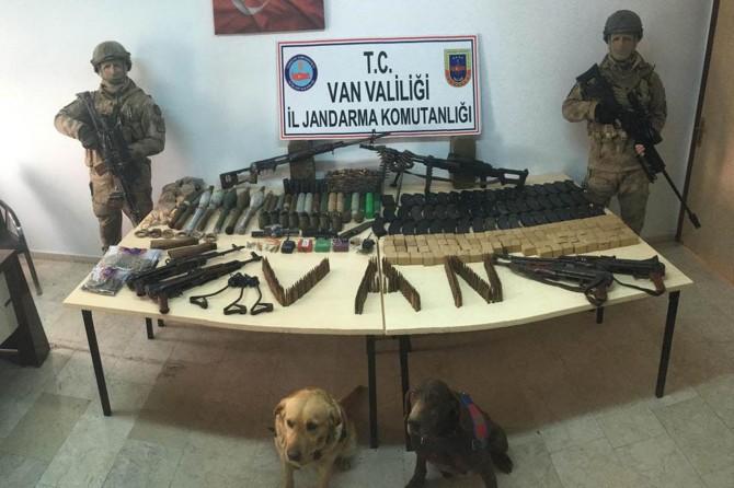 Van Erciş'te çok miktarda silah ve mühimmat ele geçirildi