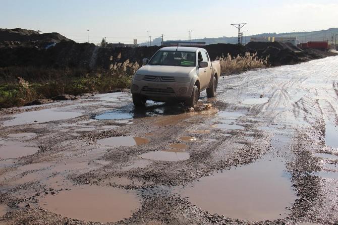 Diyarbakır'da köstebek yuvasına dönen yollarının yapılmasını istiyorlar