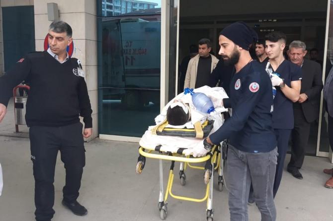 Siirt Afeteler Mahallesi'nde minibüsün çarptığı çocuk ağır yaralandı