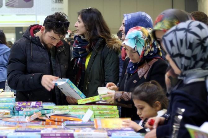 Van Kitap Fuarını 250 bin ziyaretçi gezdi