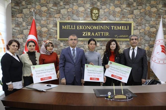 Diyarbakır'da dereceye giren genç girişimci kadınlara ödülleri verildi