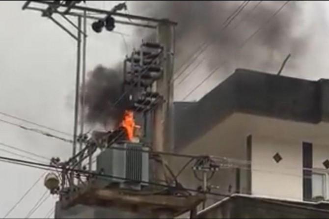 Mardin Nusaybin'de elektrik trafosu art arda patlayarak alev aldı