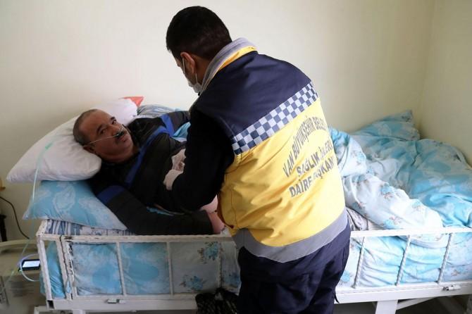 Van'da evde bakım hizmetleri hastaları mutlu etti