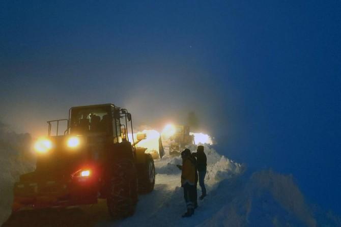 Van'da kardan dolayı mahsur kalan hastalar için seferber olundu