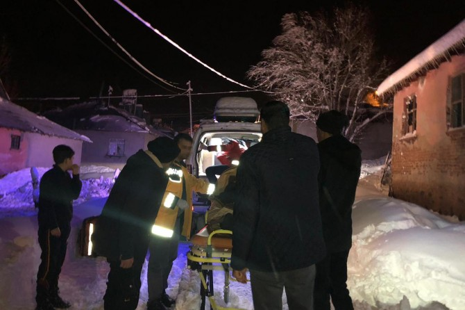 Bingöl'de hasta kurtarma operasyonları sürüyor
