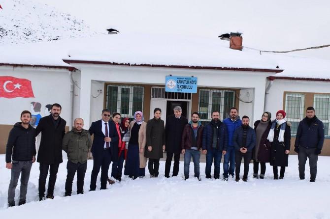 Batman Kozluk'ta kar nedeniyle yolları kapanan köy öğretmenlerine moral ziyareti