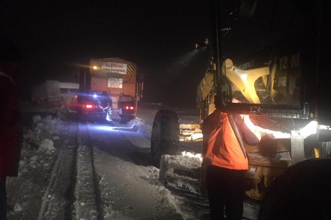 Viranşehir-Diyarbakır yolu saatlerce ulaşıma kapandı