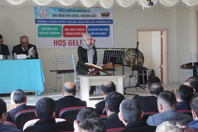 Şırnak Silopi'de öğrenciler Kur'an-ı Kerim'i güzel okumak için ter döktü