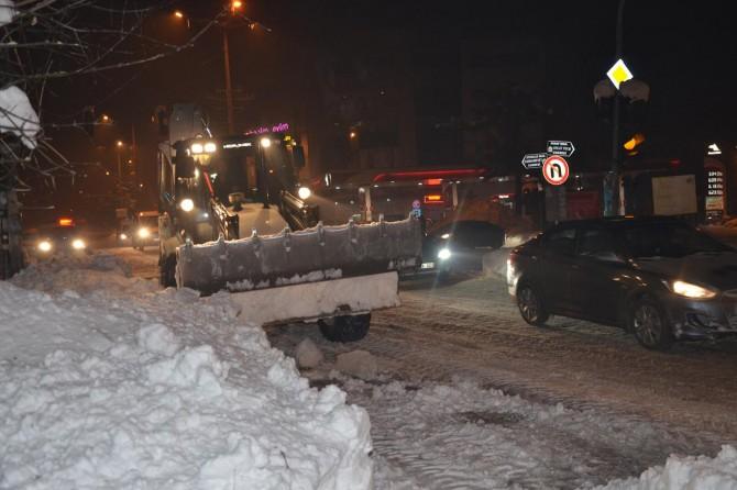 Tatvan'da yoğun kar temizleme çalışması