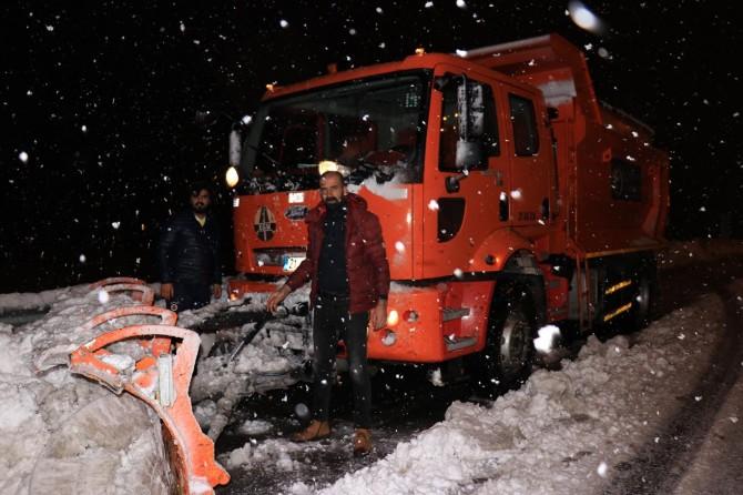Bingöl'de karla mücadele ekiplerinin zorlu mesaisi