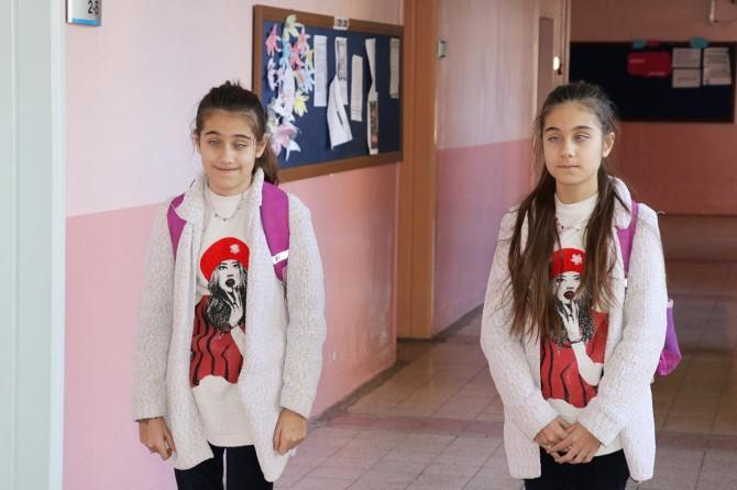 Gaziantep'te görme engelli ikiz kardeşlerin eğitim aşkı imrendiriyor