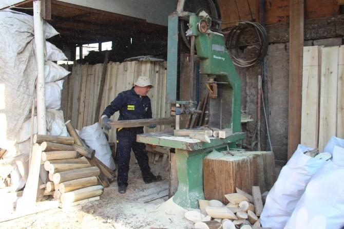 Diyarbakır'da oduncular ellerinde kalan ürünleri satıyor