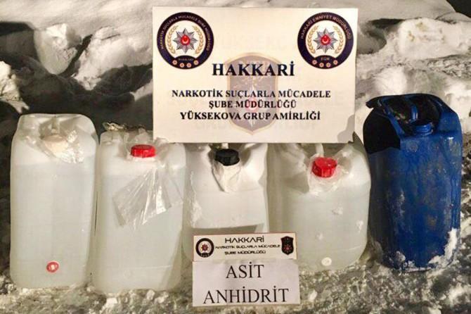 Yüksekova'da 102 litre asit anhidrit maddesi ele geçirildi