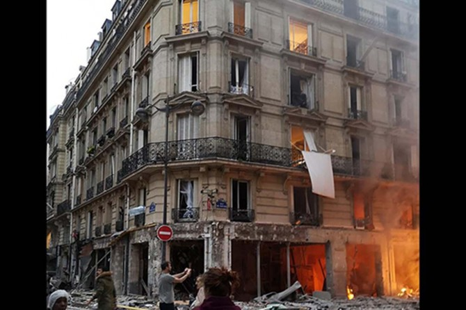 Paris'teki patlamada 2 kişi öldü