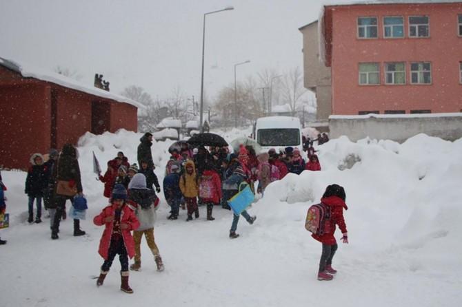Bingöl'de kar nedeniyle okullar yarın da tatil